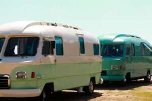 A picture of two different types of rvs